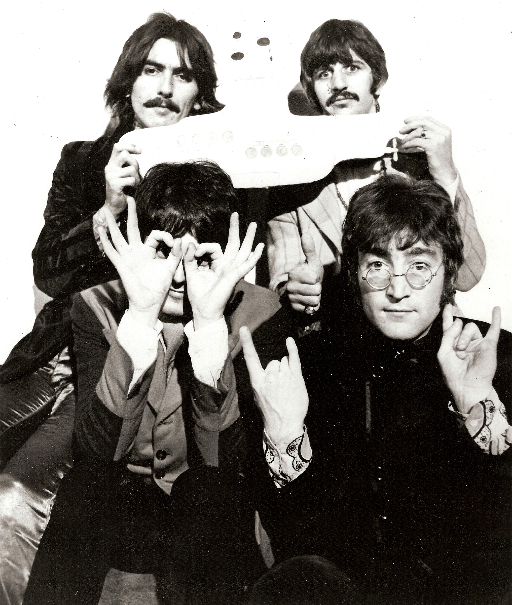 https://30daysout.files.wordpress.com/2009/02/beatles-yellow-submarine.jpg