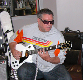 steve-jones-guitar-1