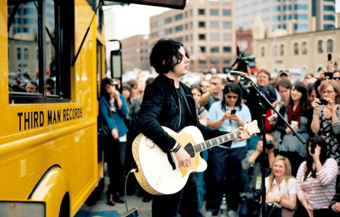 Jack White's impromptu two-song acoustic set 2011